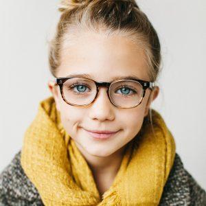 ¿Cuál es la montura y los cristales más adecuados para la gafa de mi hijo?